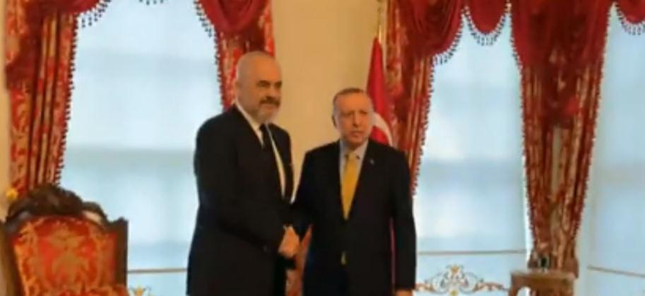 VIDEO / Premtimi për 500 apartamente, Rama takohet me Erdoganin në Stamboll