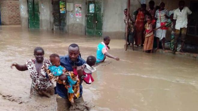 16 të vdekur pas përmbytjeve në Ugandë
