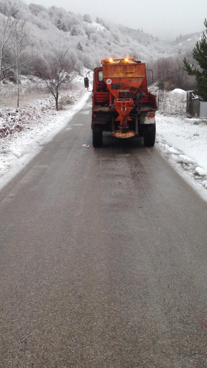 FOTO/ Vijojnë reshjet e borës në Korçë, në Dardhë trashësia shkon deri në 20 cm