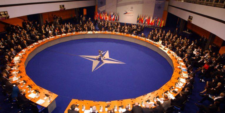 Fillon samiti dyditor i NATO-s