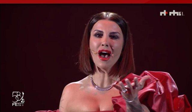 Jonida Maliqi ndez skenën e 'Festivalit të Këngës' (Video)