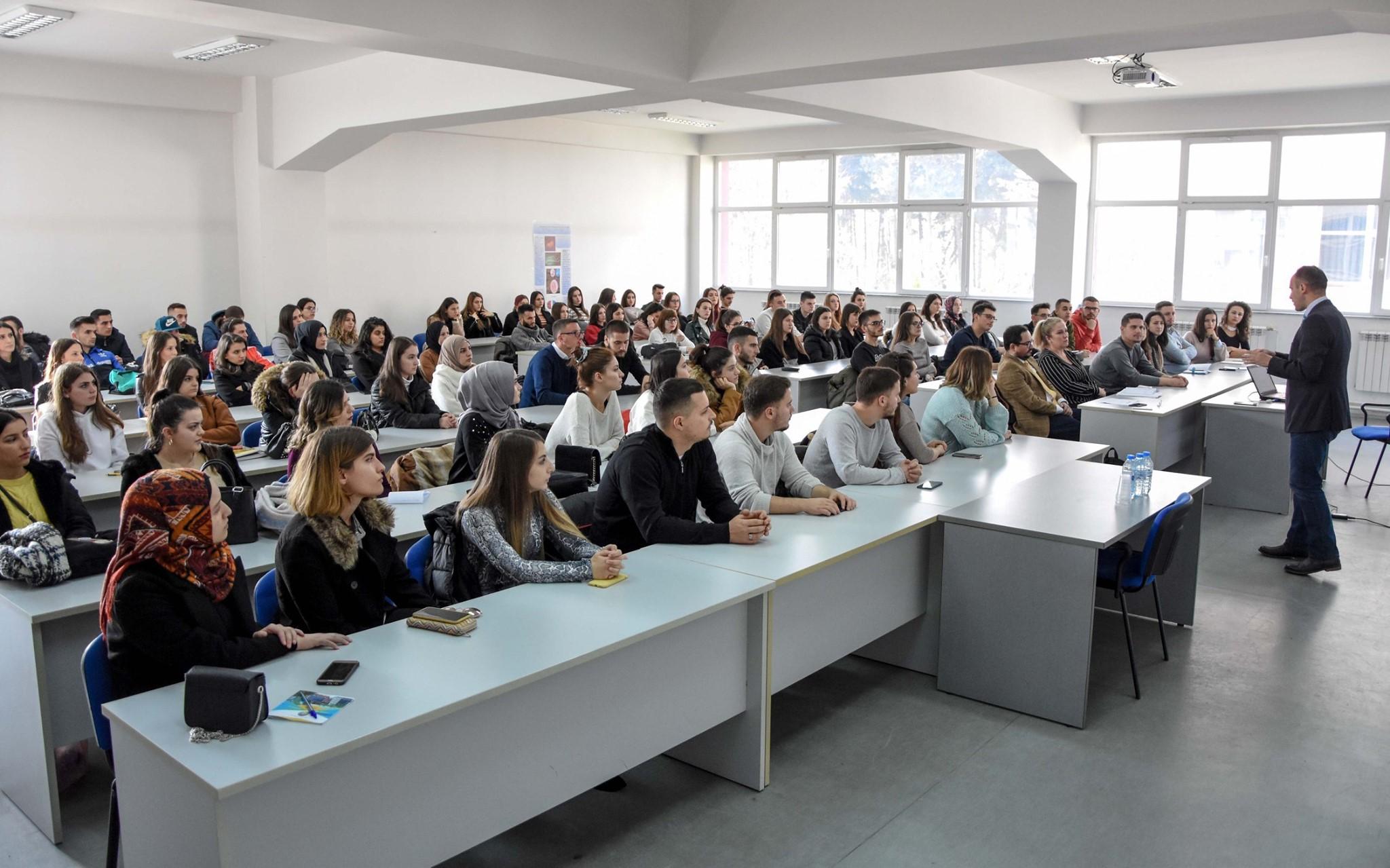 Në UT u mbajtën sesione informuese për programin Erasmus Plus