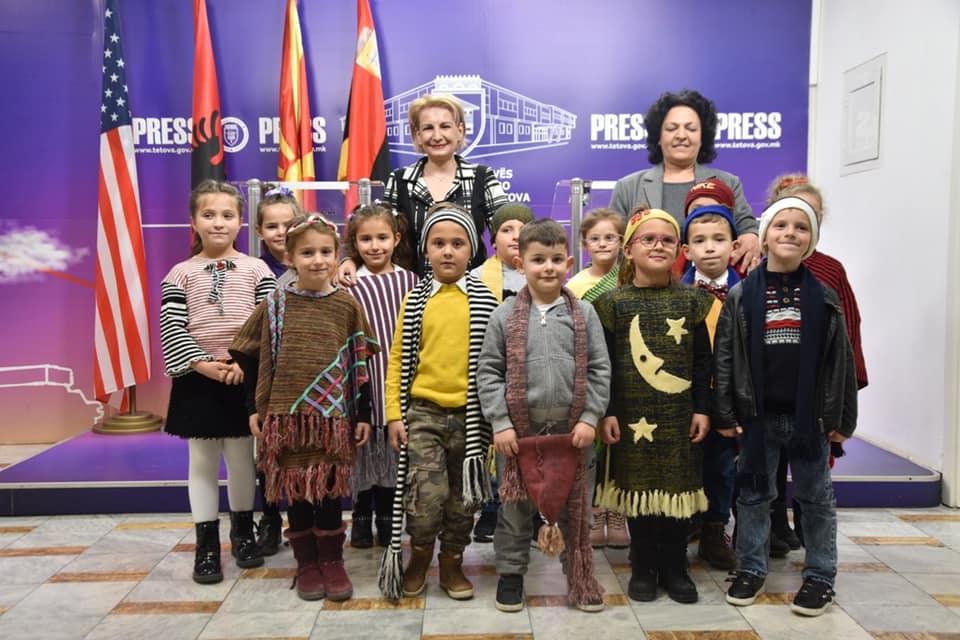 Teuta Arifi në mesin e nxënësve të Dobroshtit