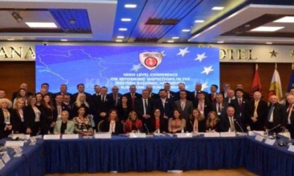 Përplasen zyrtarët e Kosovës dhe ata të Serbisë në Tiranë