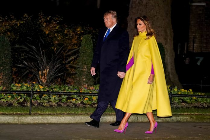 Zbulohet se çfarë fsheh pelerina verbuese e Melania Trump