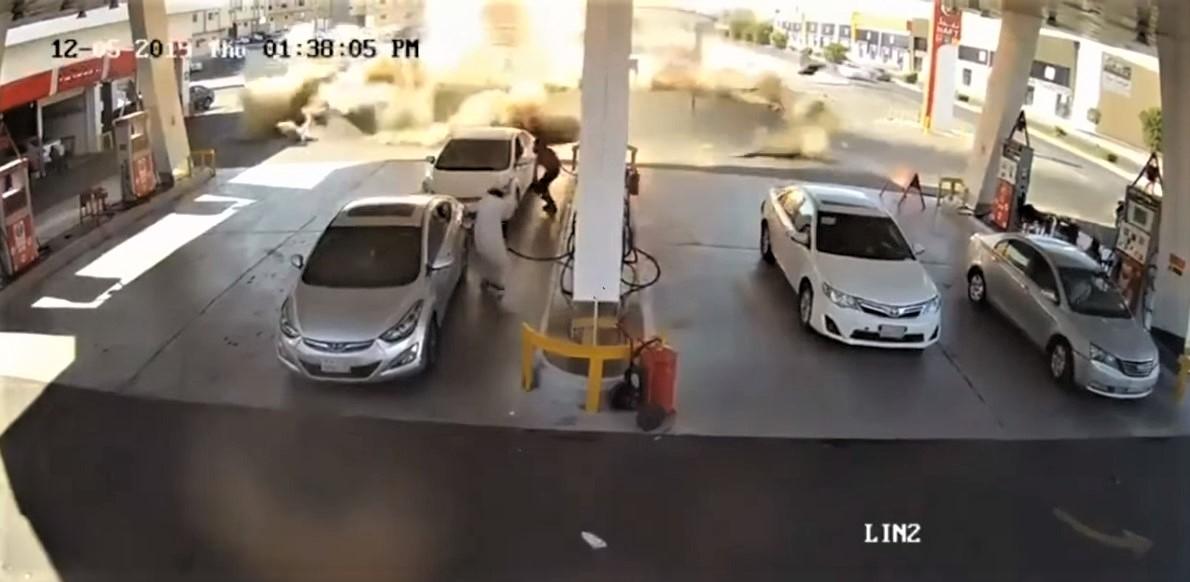 Shpërthen pika e karburantit, skena lufte në mes të rrugës (VIDEO)