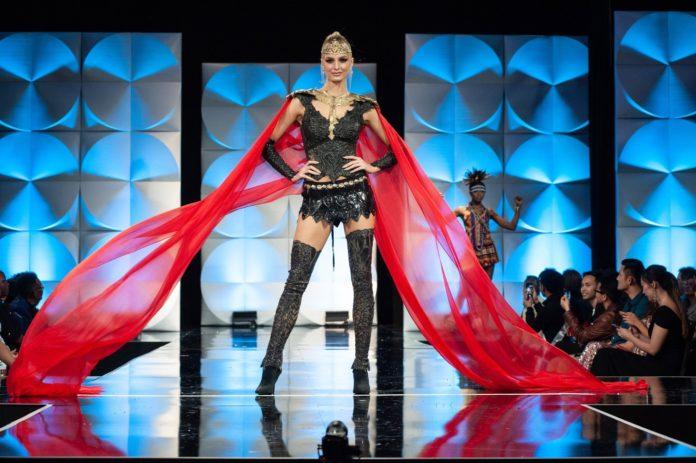 """""""Miss Universe"""", Cindy Marina rendit Shqipërinë në Top 20"""