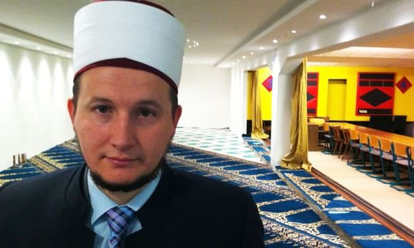 Ushtroi dhunë fizike ndaj ish-gruas, imami shqiptar dëbohet nga Zvicra