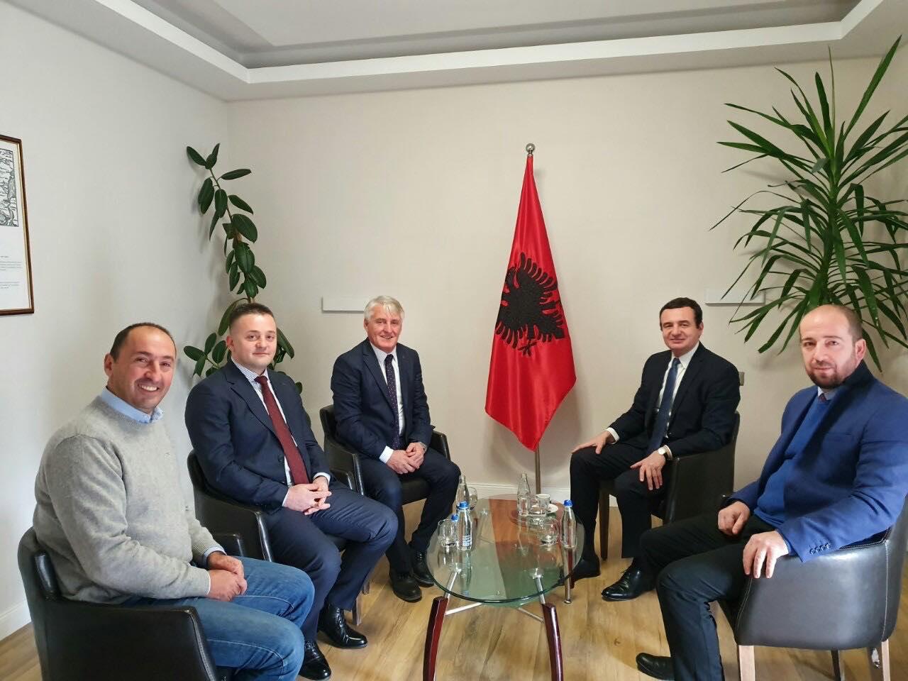 Shqiptarët e Luginës i kërkojnë Kurtit bashkim me Kosovën