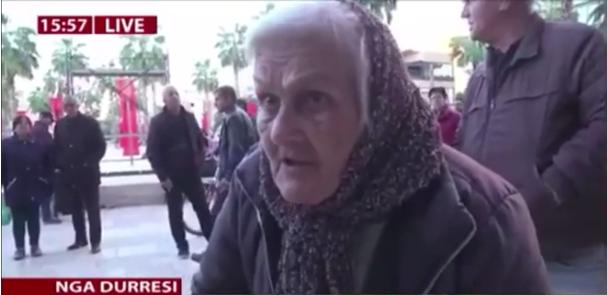 'Po pres të martohem', e moshuara nga Durrësi step gazetarin në transmetim live