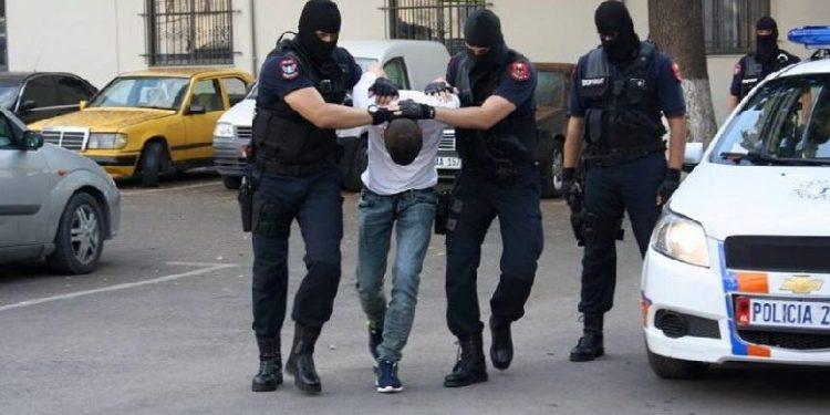 I kërkonte Italia për drogë, vjedhje dhe përdhunim; Kapen në Shqipëri tre persona