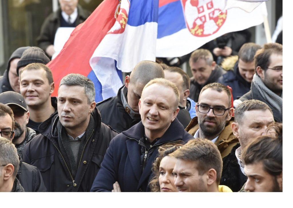 """Opozita e mobilizuar serbe, akuzojnë RTS-në për """"mbylljen e syve"""" rreth një vrasje në Kosovë"""