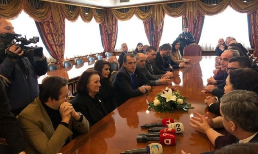 Bashkëshortja e ish- presidentit Rugova me një mesazh për drejtuesit e LDK-së