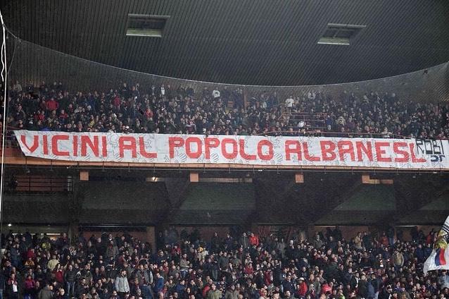 """""""Pranë popullit shqiptar"""", tifozët italianë solidarizohen me Shqipërinë"""