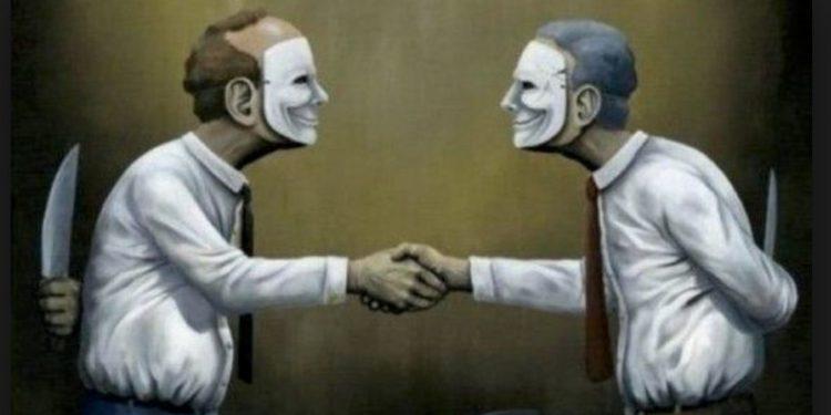 Problem nuk janë fake news, por fake society