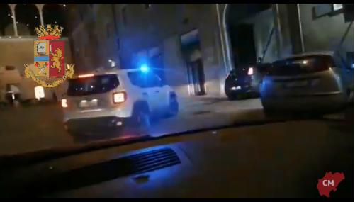 VIDEO/ Policia i zbrakoi te pallati, shqiptari fut kokainën në reçipetat e gruas