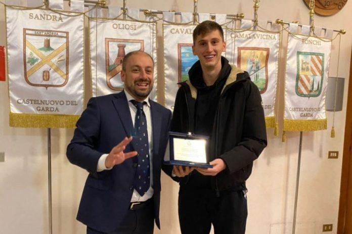 Po shkëlqen me Veronën, Kumbulla merr çmim nga Bashkia në Itali (VIDEO)