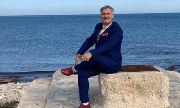 Deputeti shqiptar: S'e mendoja kurrë që do të dashurohesha me dikë që njoha në 'FB'