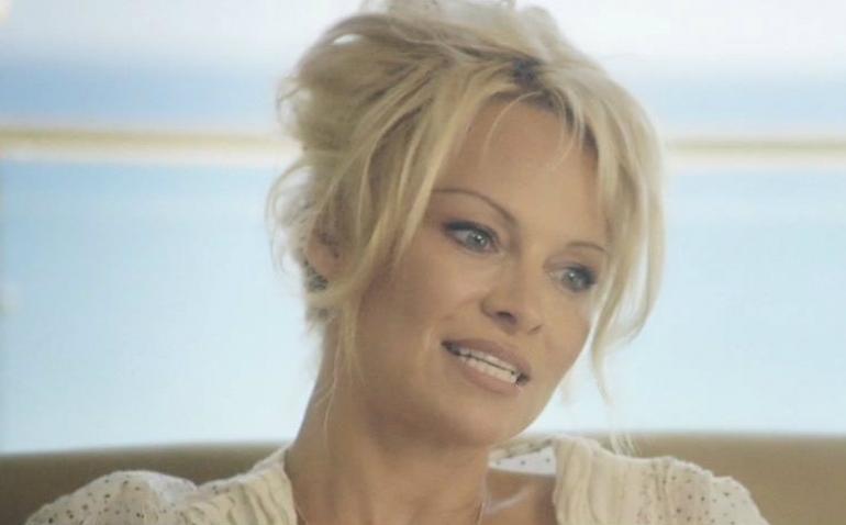 Pamela Anderson  ka ndarë me ndjekësit një fotografi në Instagram