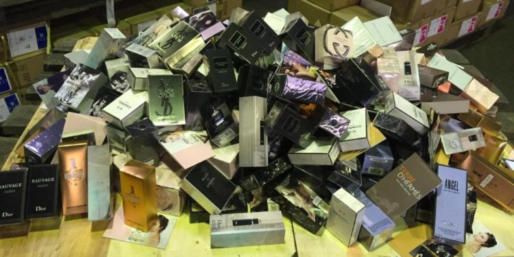 Eksperti gjerman: Shumë parfume janë të rreme, përmbajnë urinë