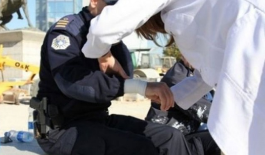 Sulmet ndaj policëve nuk ndalen, sulmohen dy zyrtarë