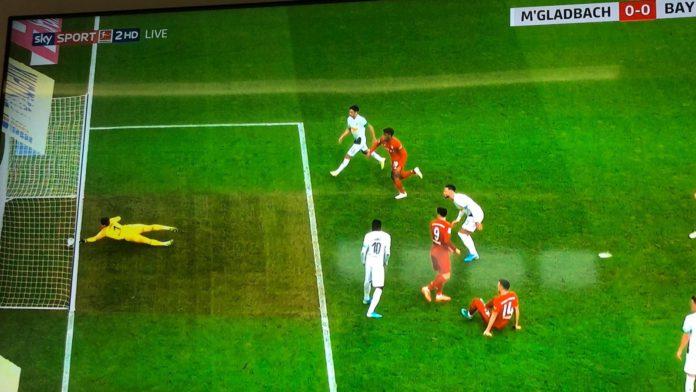 Rasti i pabesueshëm, portieri i mohon golin Bayernit falë një gishti (VIDEO)