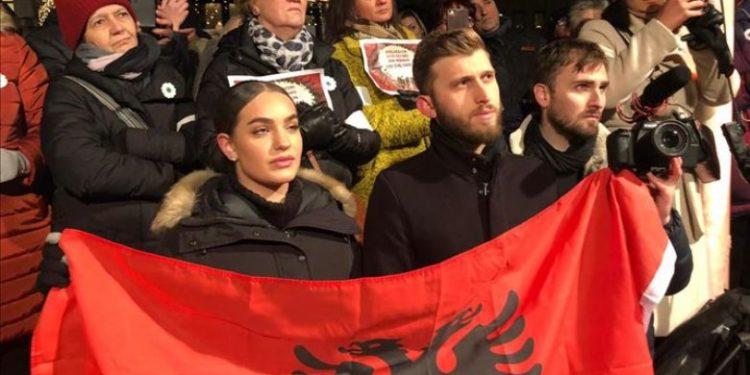 Shqiptarët në Suedi çohen kundër Handkes, fjalët prekëse të poetit: Sot dua të jem nga Srebrenica