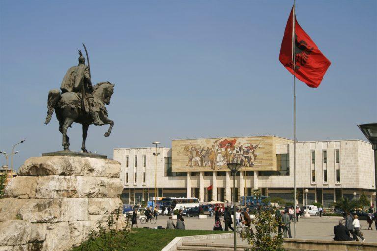 """Origjina e fjalës """"Shqipëri"""" dhe pse bota na quan """"Albania"""""""
